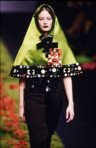 Christian Lacroix Autumn/Winter 99/00.  Photo by Niall McInerney. Fashion Photography Archive.
