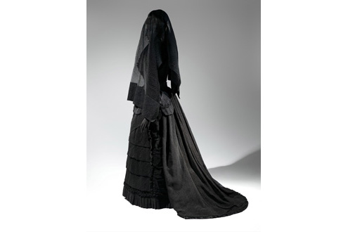 Mourning Ensemble, 1870-1872, Black silk crepe, black mousseline The Metropolitan Museum of Art, Brooklyn Museum Costume Collection at The Metropolitan Museum of Art, Gift of the Brooklyn Museum, 2009; Gift of Martha Woodward Weber, 1930 (2009.300.633a,b)